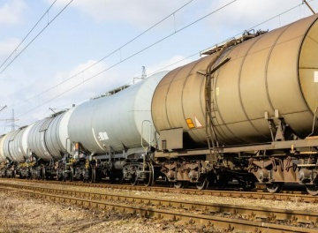 Railway transportation of liquid cargo
